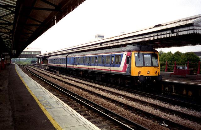 Diesel train at Clapham Junction