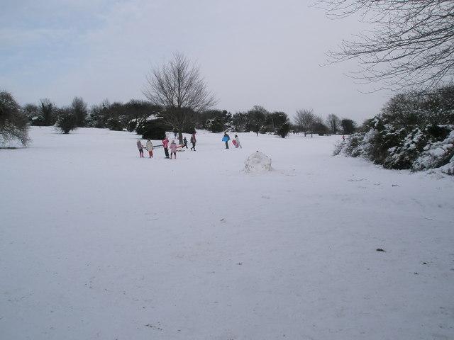 Fun in the snow on Portsdown Hill