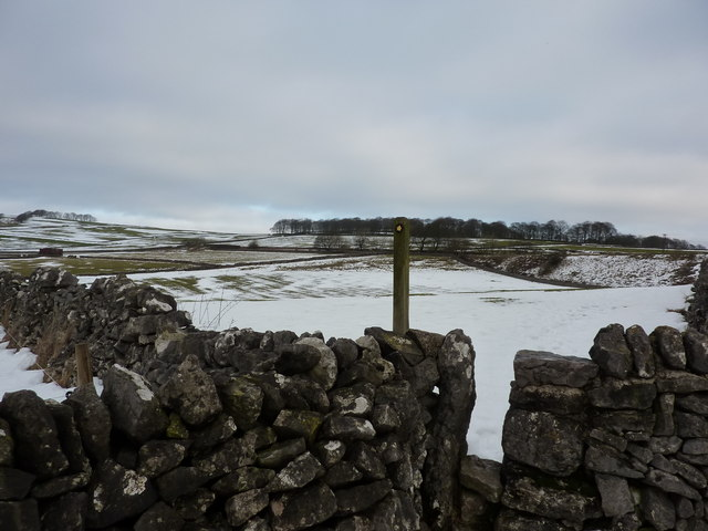 Stile and footpath pointer outside Biggin