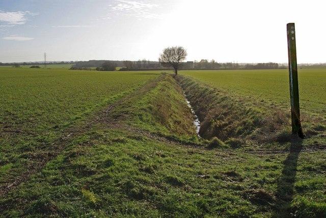 Footpath to Creaseys Farm