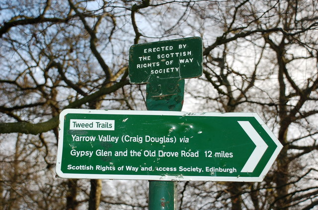 Signpost for Gypsy Glen and Old Drove Road
