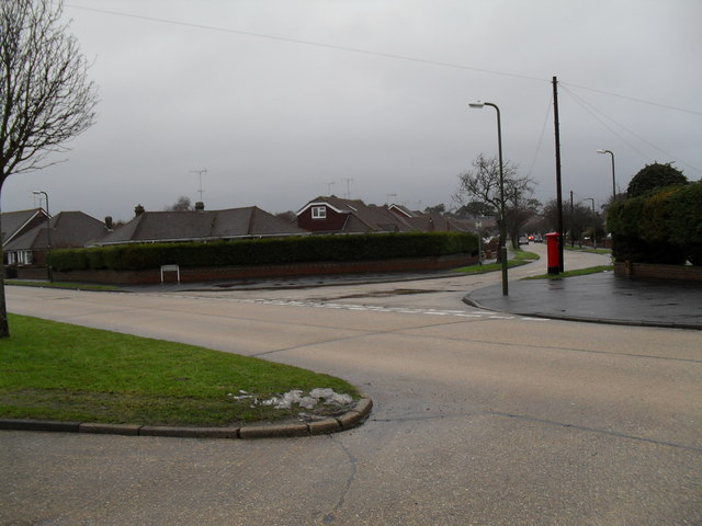 Looking from Windmill Drive across to a postbox in Fircroft Crescent (1)