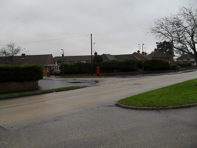Looking from Windmill Drive across to a postbox in Fircroft Crescent (2)