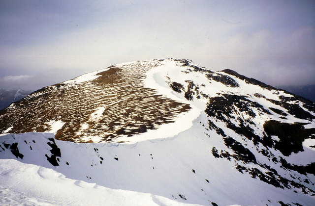 Cornices on the south ridge of Sgùrr na Lapaich