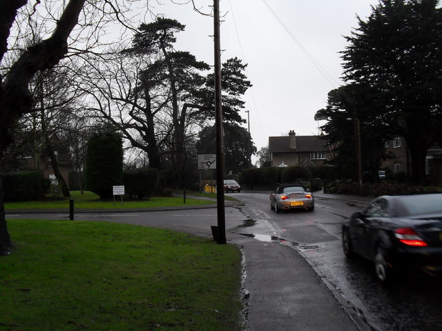 Approaching the junction of  Mill Lane and Stansfield Court
