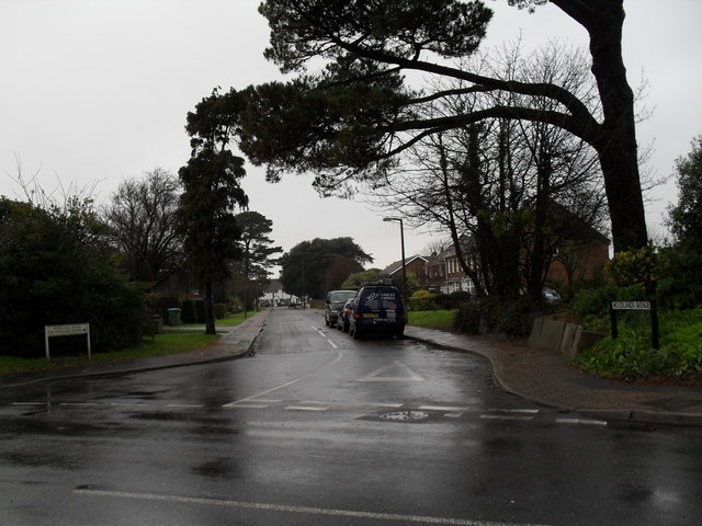 Looking from Ash Lane into Woodlands Avenue