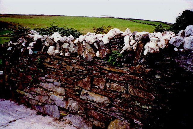 Cregneash - Stone wall at first home at east end