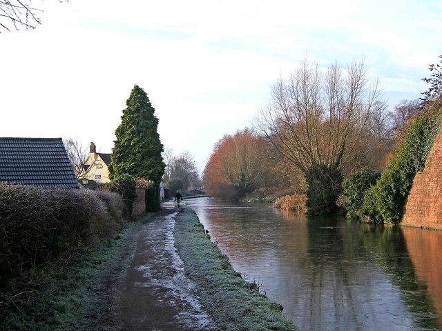 Staffordshire & Worcestershire Canal looking towards the town centre