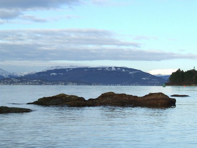 Offshore rocks at Inverkip Yacht Club