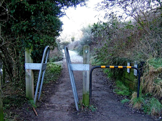 Entrance from canal towpath to Leapgate Country Park