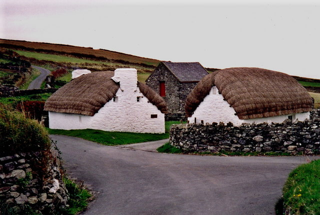 Cregneash - Two thatched cottages along village road