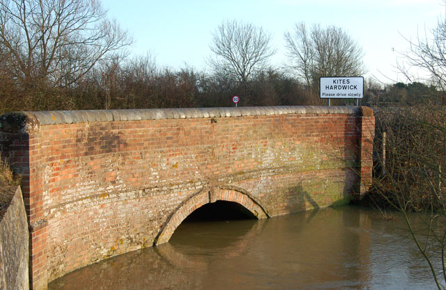 River Leam under the A426 bridge, Kites Hardwick