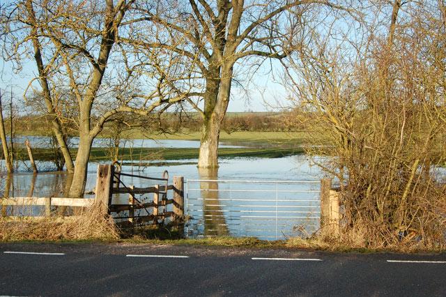 Flooded ford across River Leam near Marton