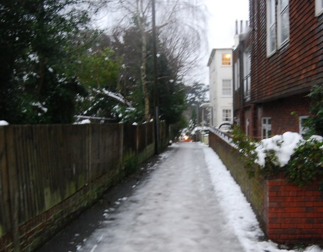 Icy conditions on Cumberland Mews