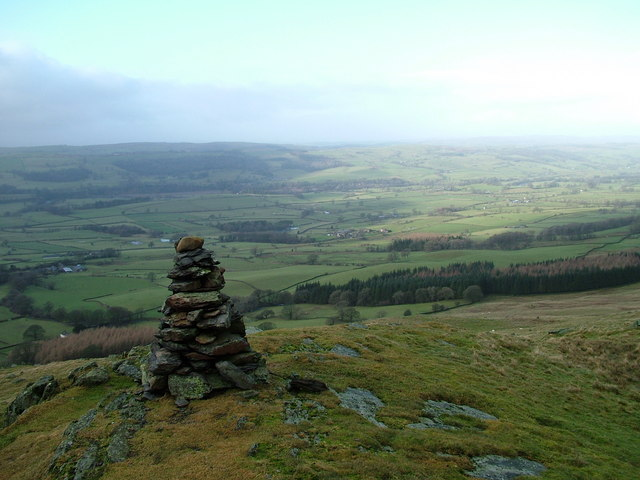 Cairn and view, Eskholme Pike