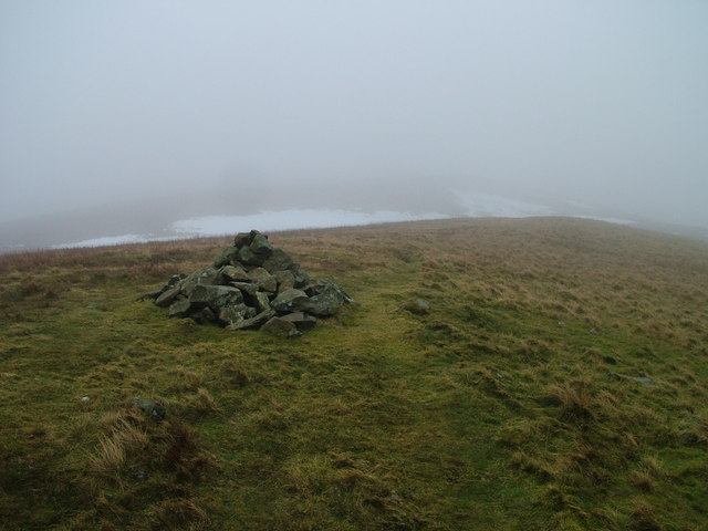 Cairn on the path to Castle Knott