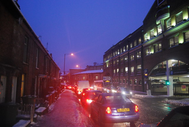 Rush hour traffic, Victoria Rd