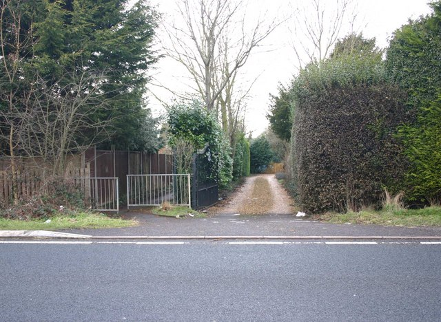Footpath entrance to Dovehouse estate from A429