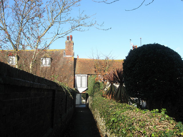 Footpath to Pevensey High Street