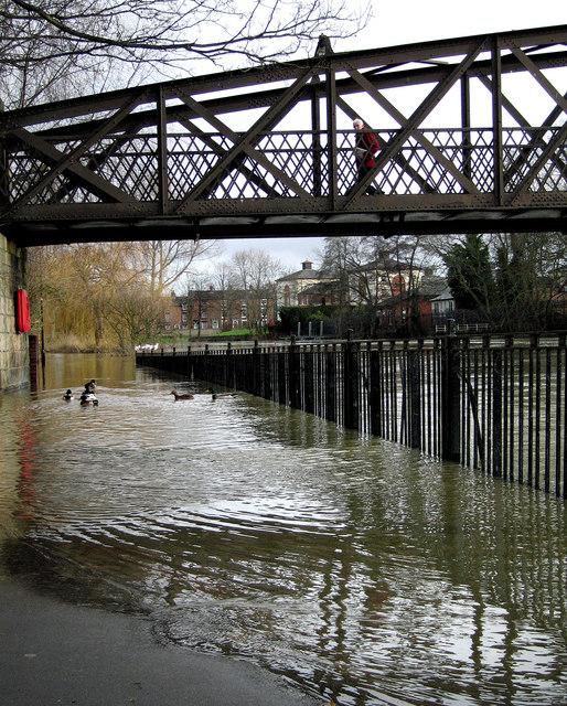 Floods below Greyfriars Bridge