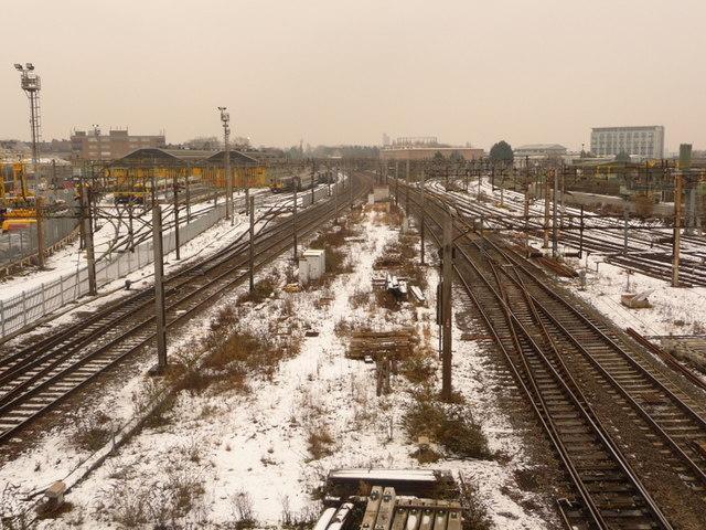 Harlesden: snow around Willesden Junction