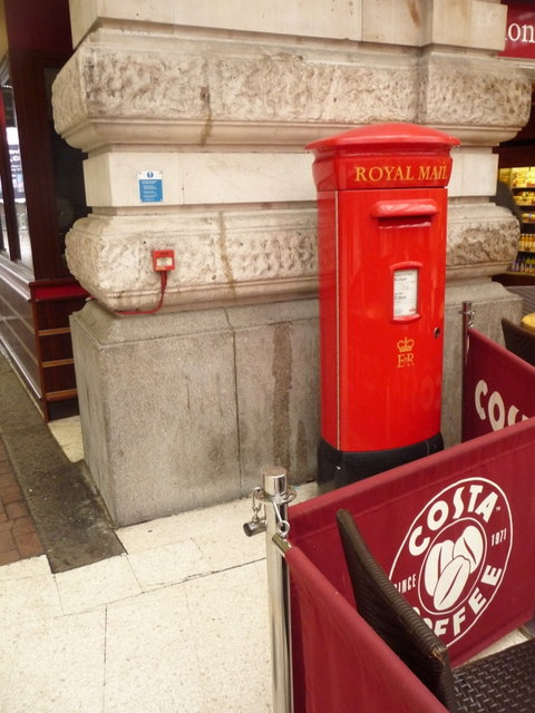 London: postbox № SE1 39, Waterloo Station