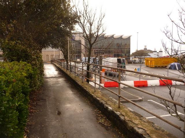 Bournemouth: footpath alongside the Pavilion