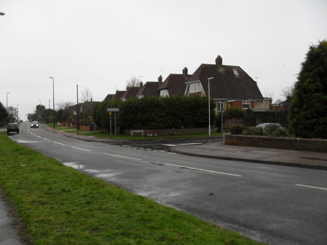 Approaching the junction of  Sea Lane and Holmes Lane