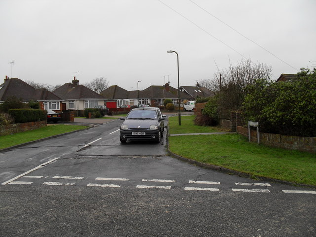 Looking from The Crescent into Tennyson Avenue