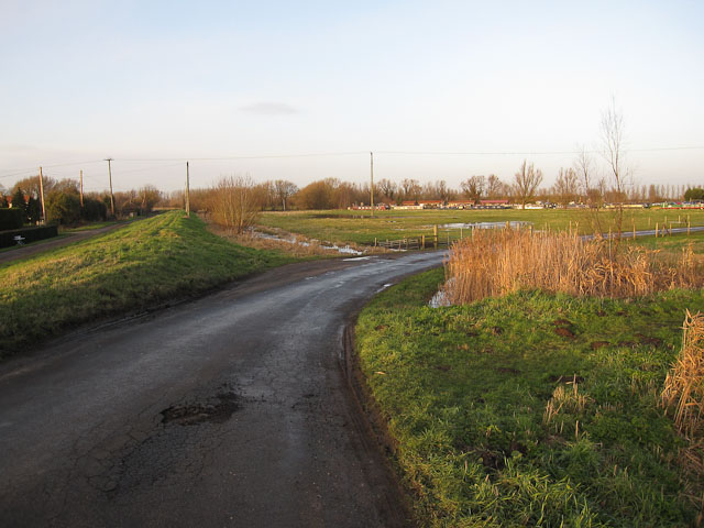 Road to Isleham Marina