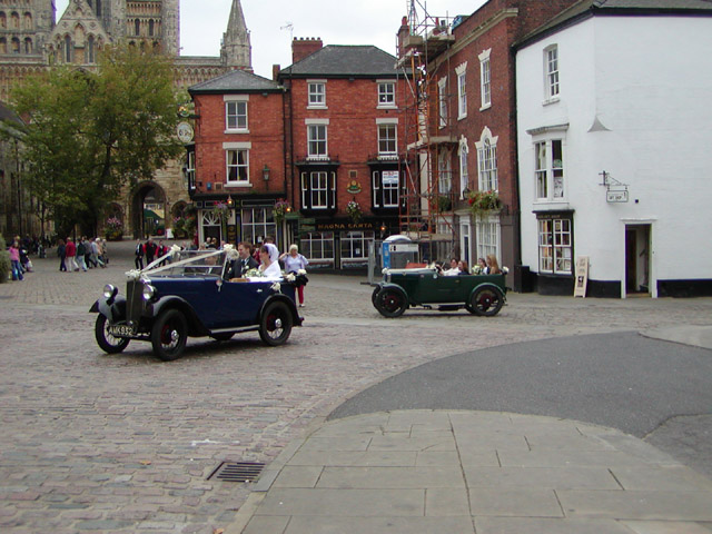 Wedding cars arriving at Castle Hill