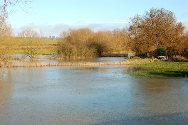 River Leam in flood east of A423 bridge, Marton