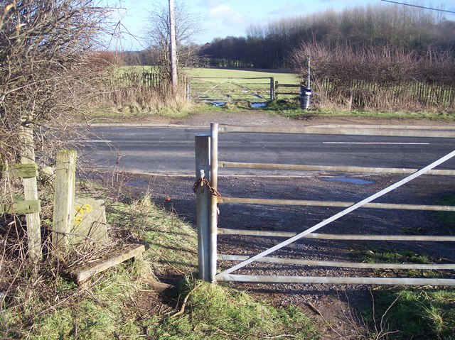 Footpath crosses Beggars Lane