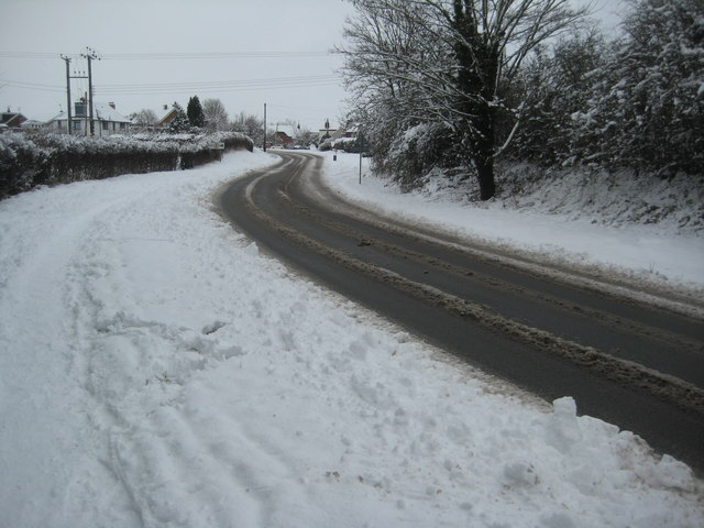 Snow on the A4104 at Holly Green