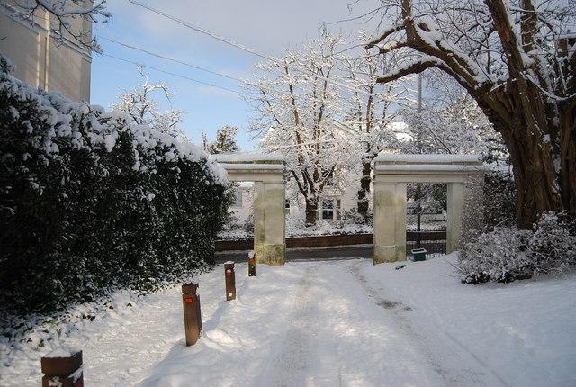 Entrance to Grove Hill Gardens