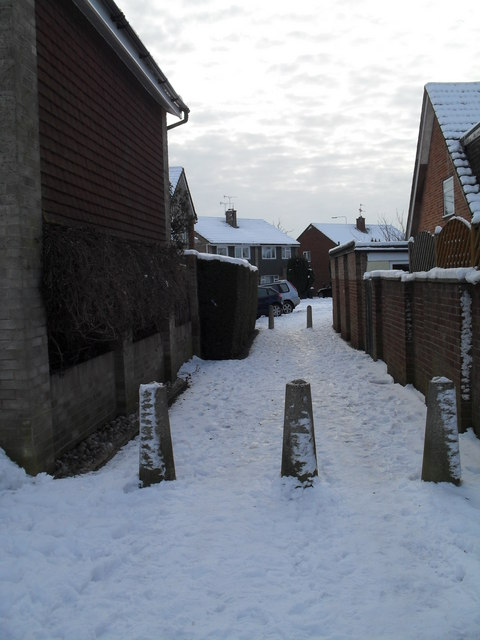 A snowy cut through from Luard Court to Bedford Close