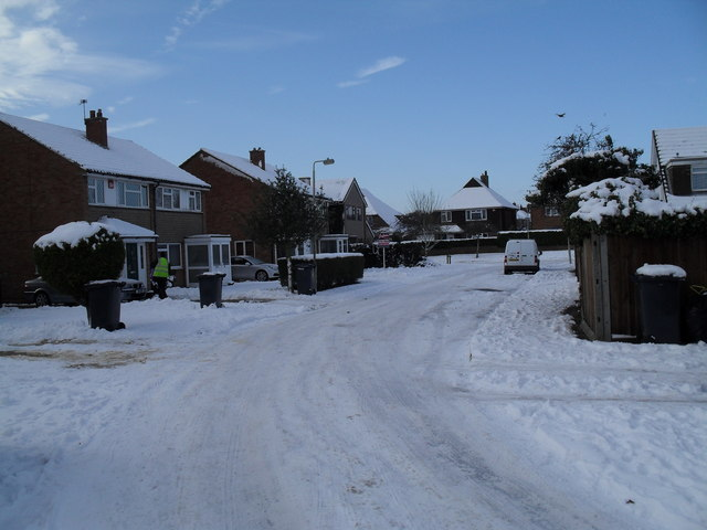 Looking along a snowy Bedford Close towards Pook Lane