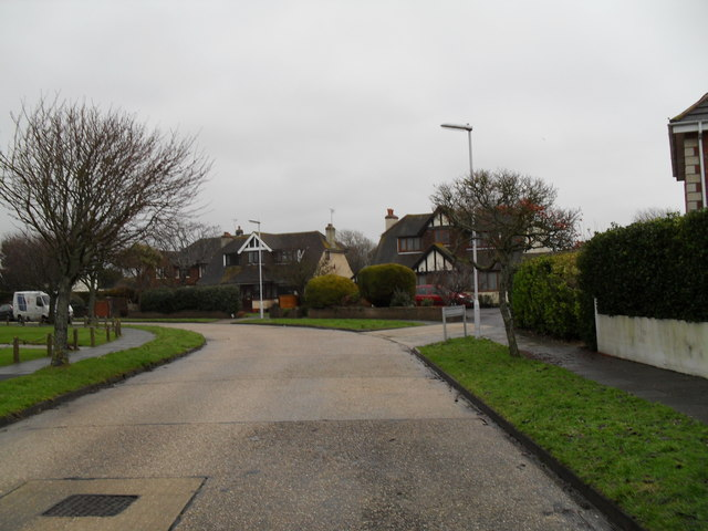 Approaching the junction of  Cove Road and Ladbrooke Close
