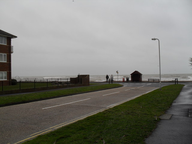 Approaching the junction of Harsfold Road and Sea Road