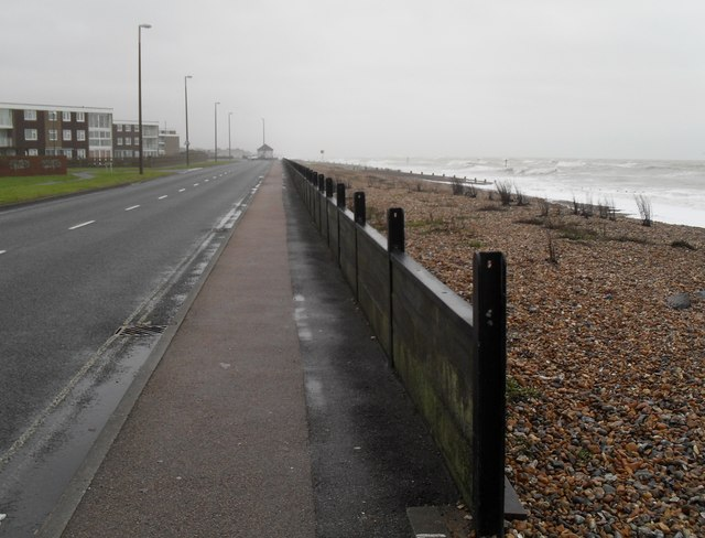 Sea defences in Sea Road