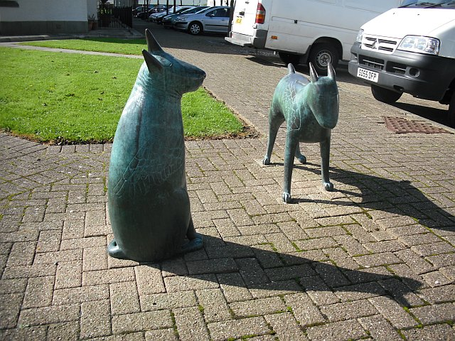 Bronze dogs, Gottries Road