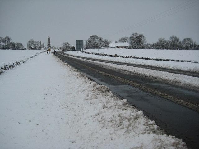 A38 in snow near Earl's Croome