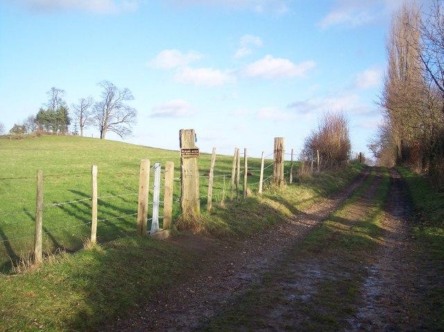 Footpath junction on a bridleway near Sundridge Place Farm