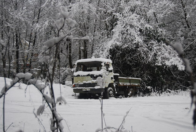 Abandoned lorry in the snow, by the path to Speldhurst Rd