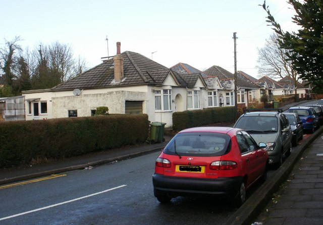 Contrasting housing on Woodfield Road, New Inn(2)