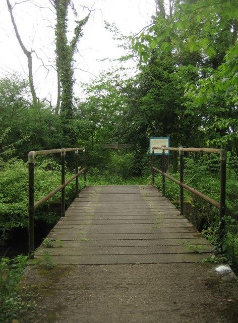 Footbridge alongside Basingstoke Canal