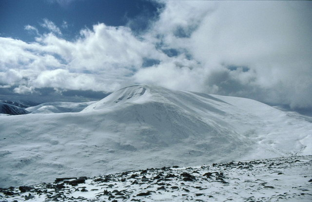 Heading south off Geal-charn