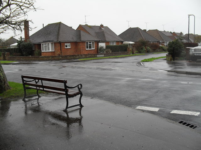 Looking from Glenville Road across Merton Avenue towards Shirley Close