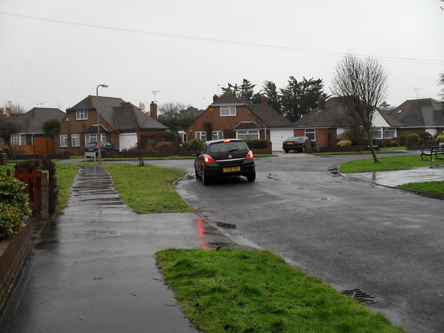 Looking from Merton Avenue towards Evelyn Avenue