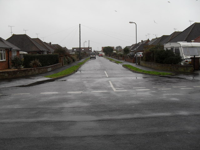 Looking from Merton Avenue into Shirley Close
